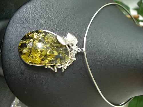 A kristály ékszerek misztikus tulajdonságai