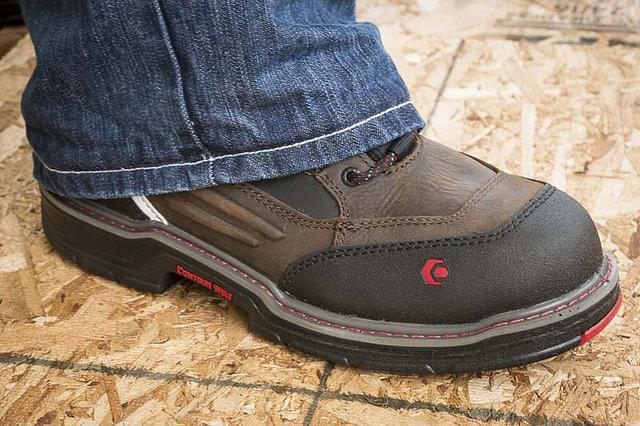Női munkavédelmi cipő légzésaktív béléssel