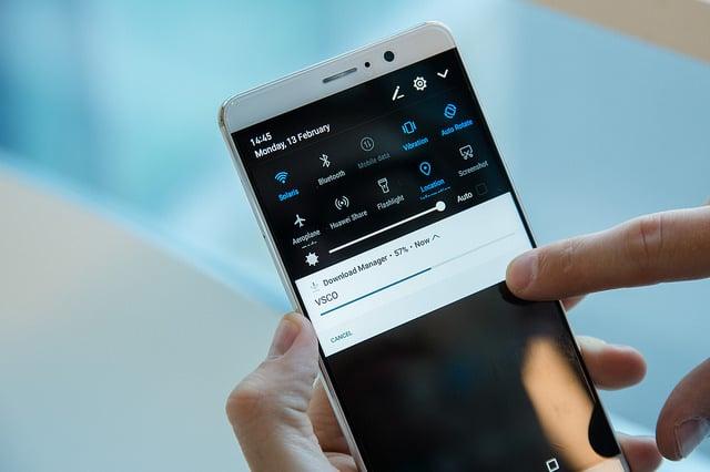 Több színben kapható a Huawei okostelefon
