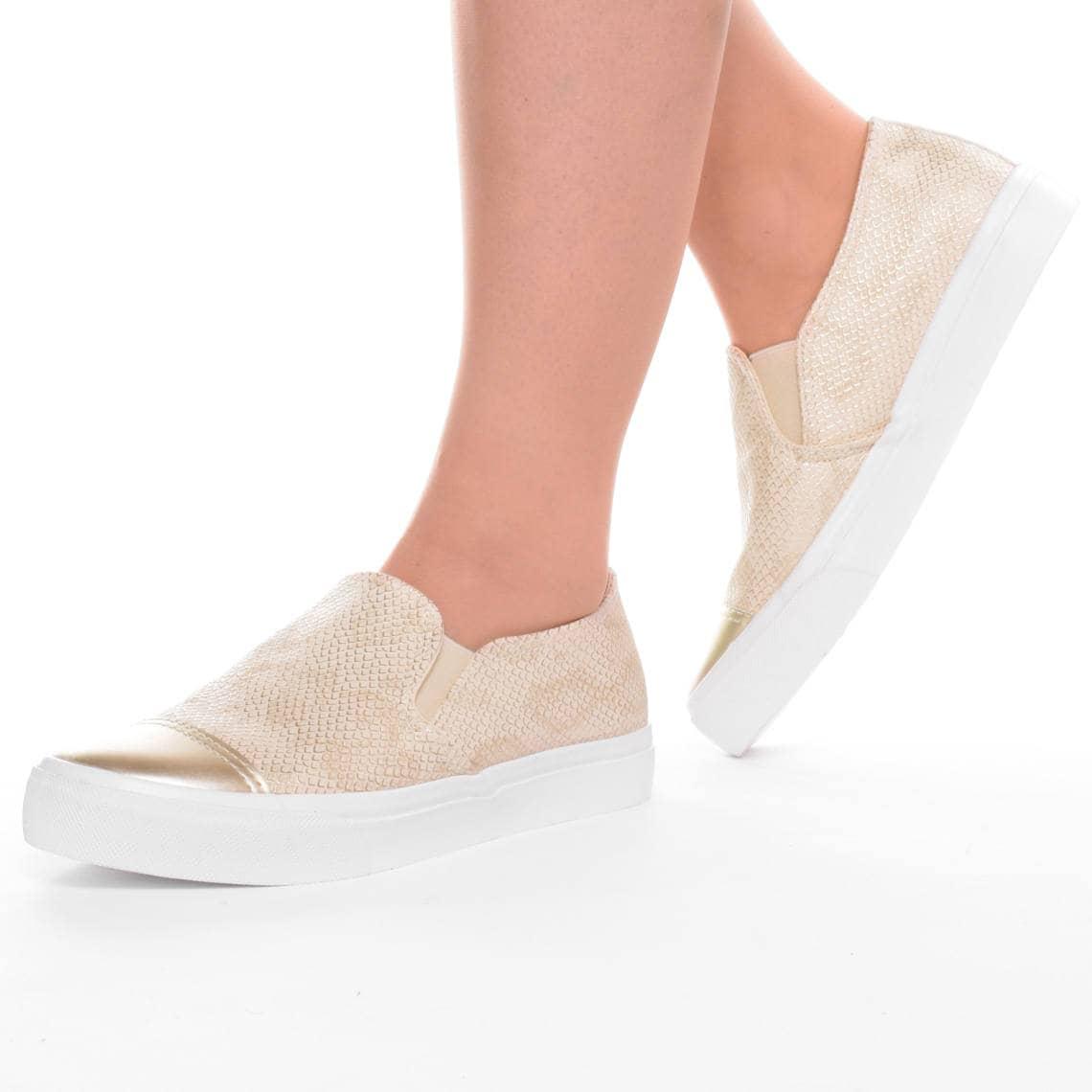 slip on cipő